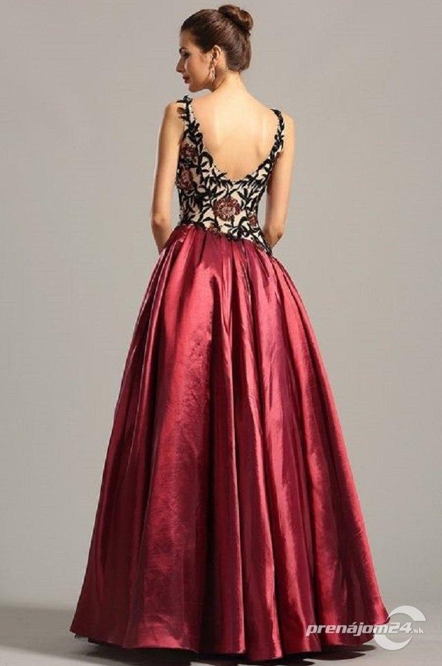 0618f28950a7 Očarujúce dlhé šaty na ramienka